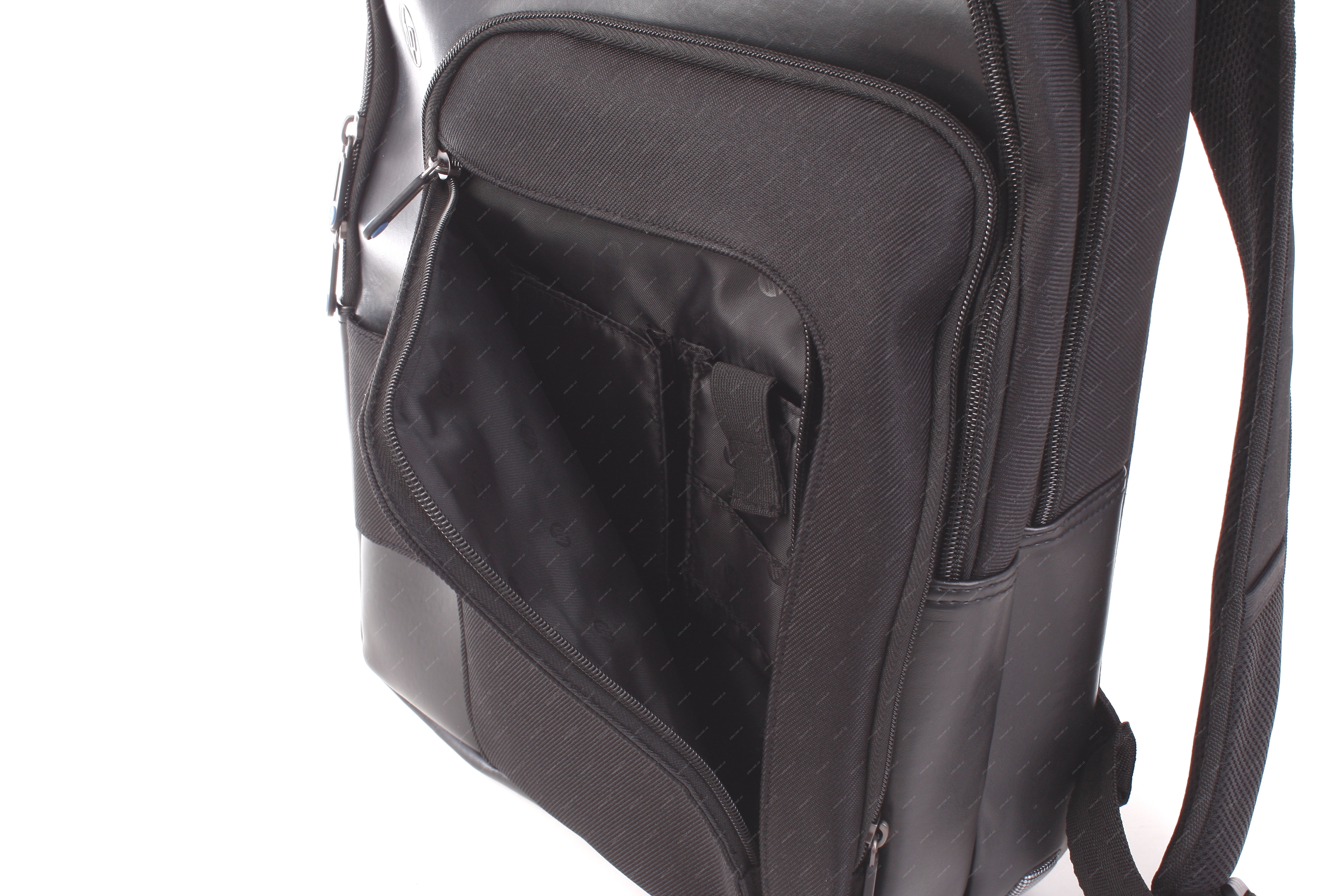 2d3e2476129a8 HP Professional Series Backpack   batoh pro notebooky 15